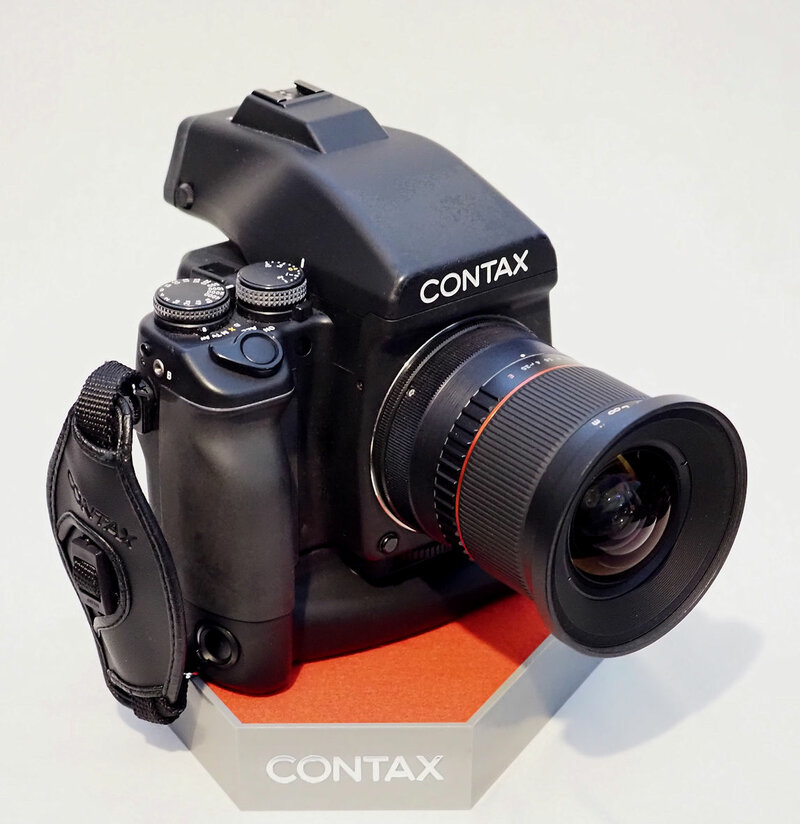 Contax 645 _19mm lens.jpg